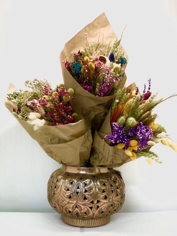 Diferentes flores secas Román un ramo duradero